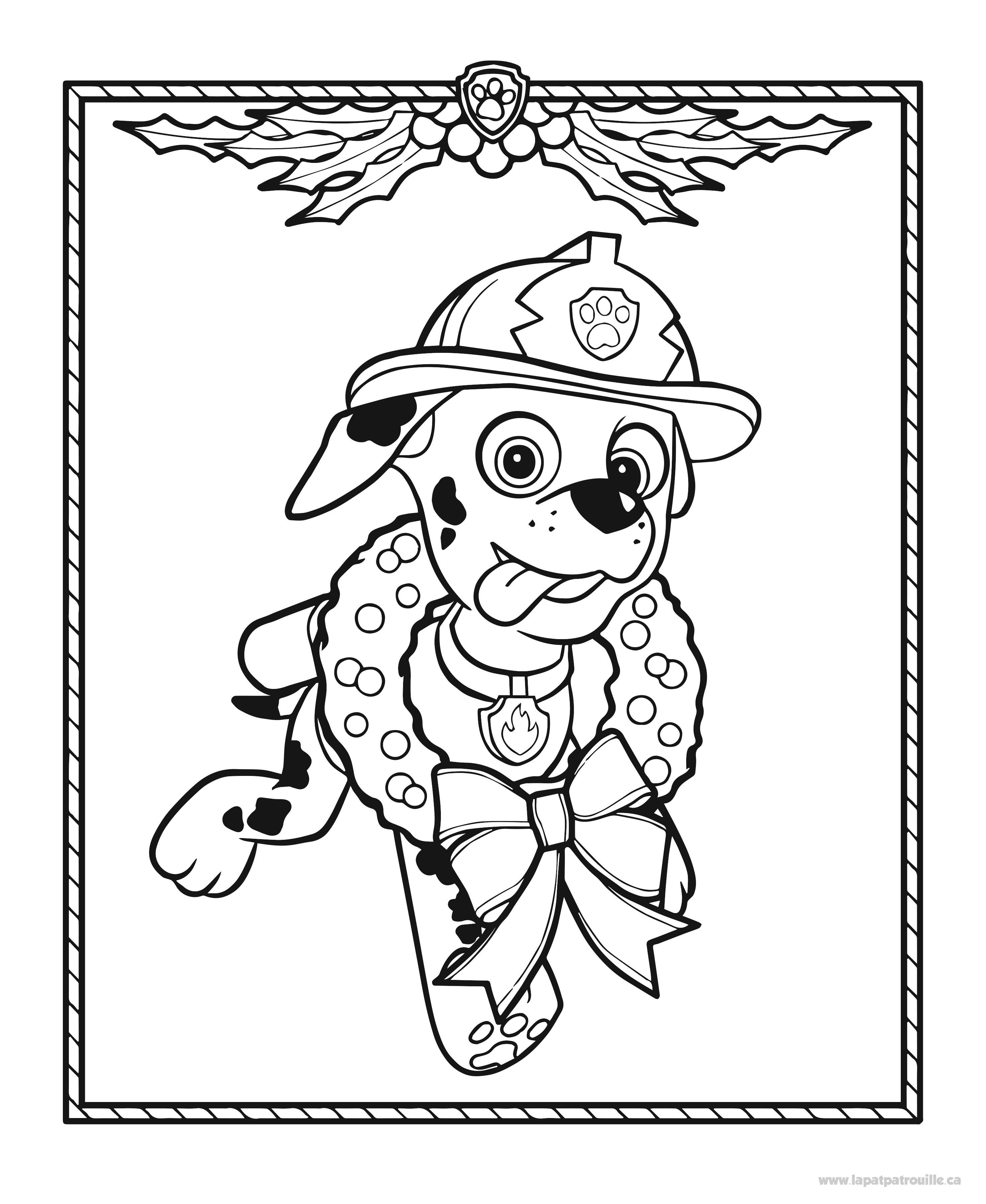 Coloriage de Marcus le chien pompier et sa couronne de Noël – La